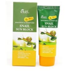 Солнцезащитный крем для лица и тела с муцином улитки Ekel Soothing And Moisture Snail Sun Block SPF 50 PA+++